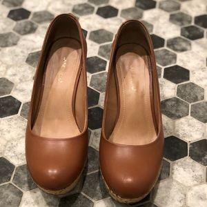 Wedge platform heels in cognac color